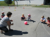 Vožnja na igrišču in igre z žogami